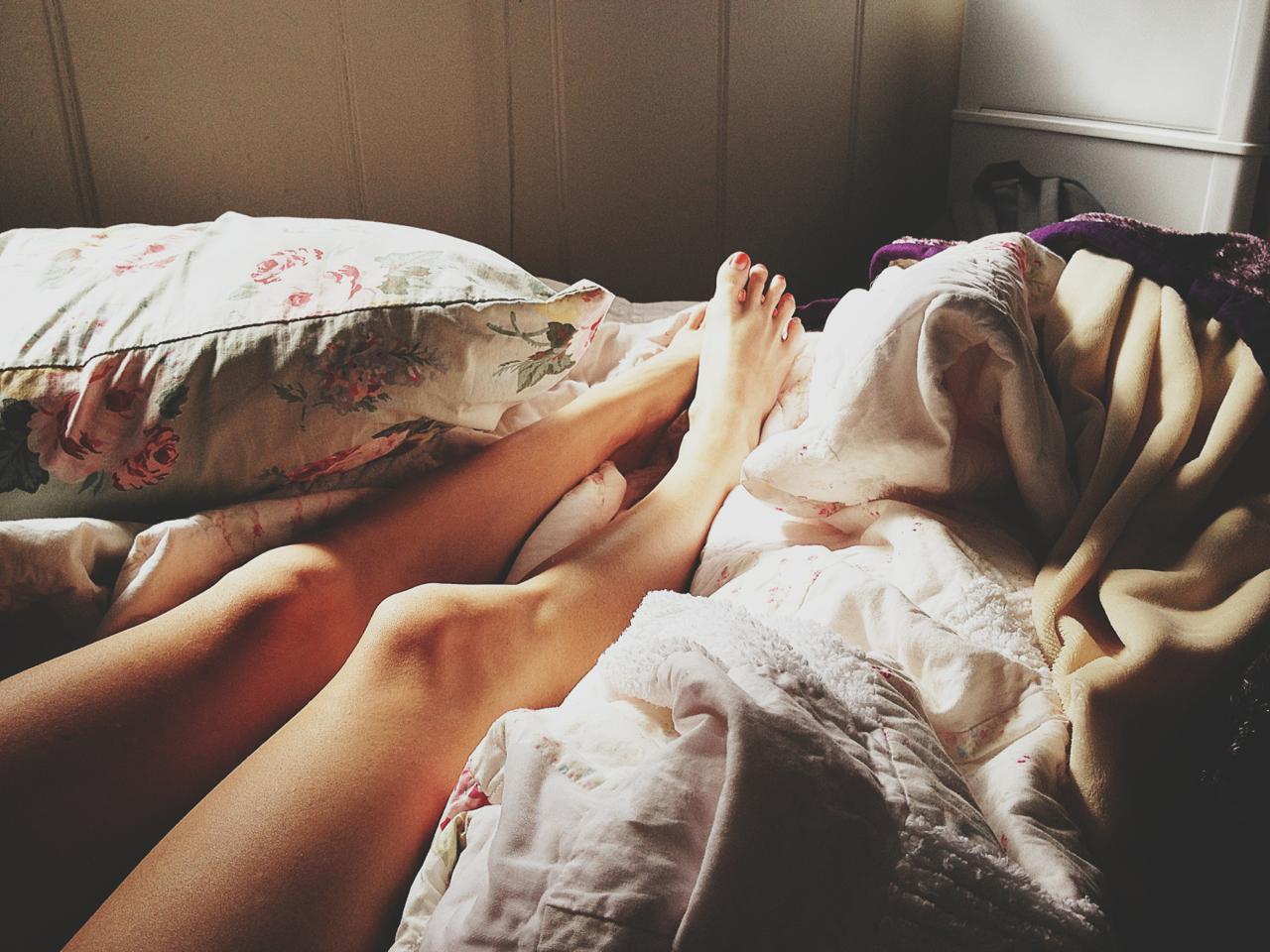 Однако, сонники советуют детально вспомнить увиденный сон - где, как и на чем вам пришлось лежать во сне.