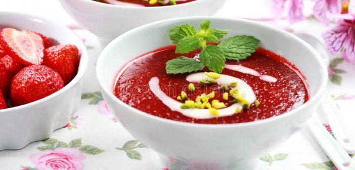 soupe-froide-a-fraise-pour-l-ete-31781647