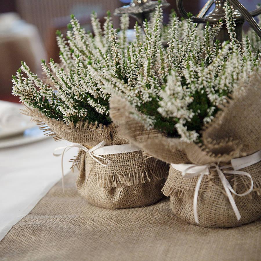 Создание букетов для украшения свадебных столов из подручных материалов.