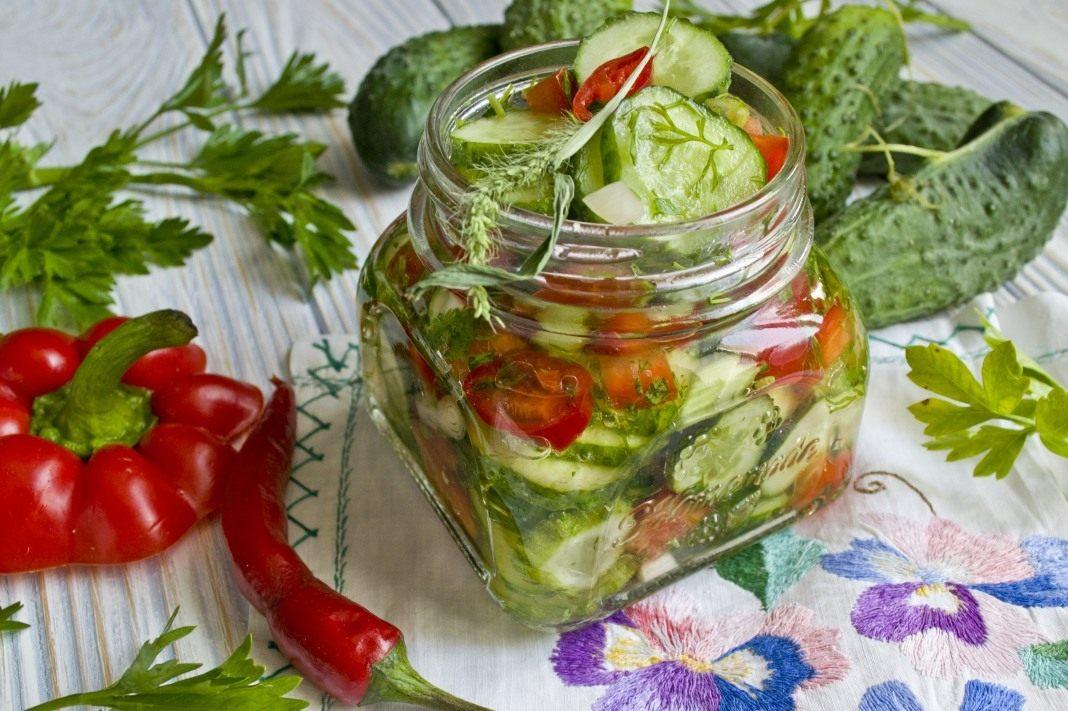 На этих фото показаны консервированные салаты, приготовленные по рецептам, которые представлены выше: масло подсолнечное рафинированное мл.