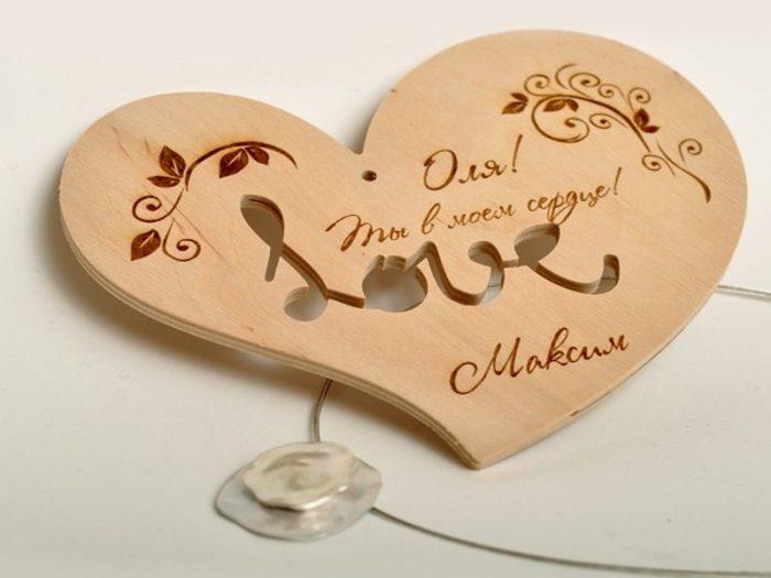 Рисунок валентинки в рамке на подставке