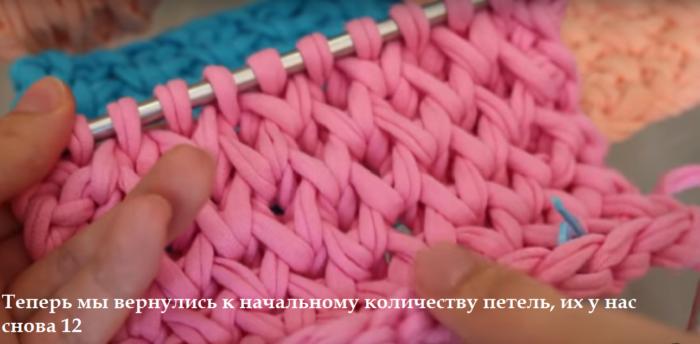 13bezymjannyj-700x344 Вязание из трикотажной пряжи. Вязание из трикотажной пряжи крючком , фото, схемы, пошаговая инструкция, вязаный рюкзак, клатч, корзинки