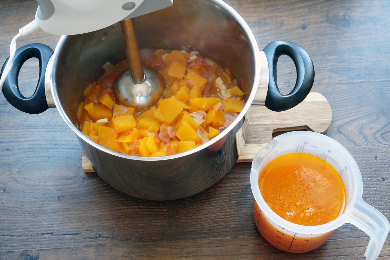 Опытные кулинары рассказывают и показывают, как сварить вкусный суп из тыквы быстро и просто!