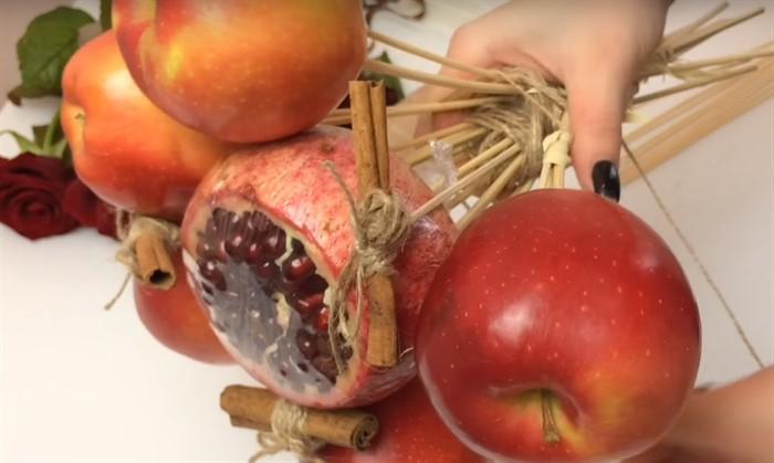 1-89 Букет из конфет своими руками в мастер-классе с фото. Как сделать цветы из конфет самому