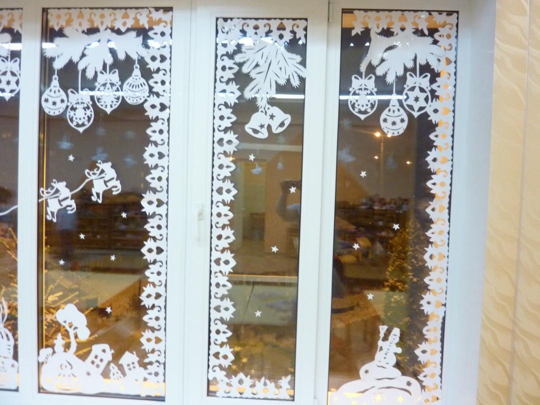 как украсить окно к новому году фото прекрасно