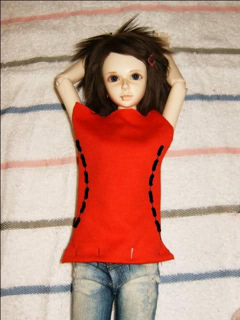 shem-futbolku-dlya-kukly-2 Как сделать легко кукле одежду. Как сделать одежду для кукол своими руками, для Барби, для монстр Хай, для Лол