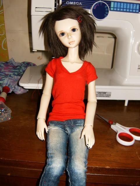 shem-futbolku-dlya-kukly-8 Как сделать легко кукле одежду. Как сделать одежду для кукол своими руками, для Барби, для монстр Хай, для Лол