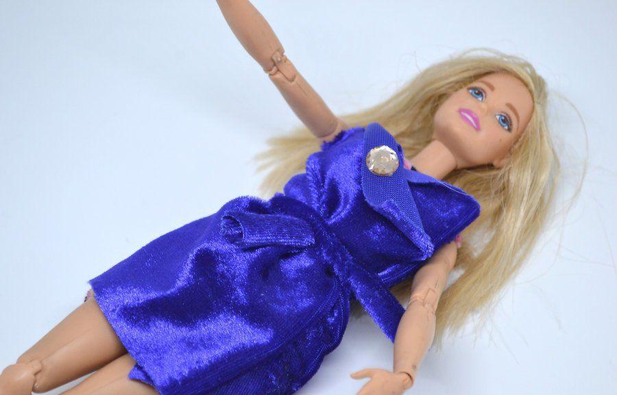 v4-900px-make-clothes-for-your-doll-step-8-version-2 Как сделать легко кукле одежду. Как сделать одежду для кукол своими руками, для Барби, для монстр Хай, для Лол