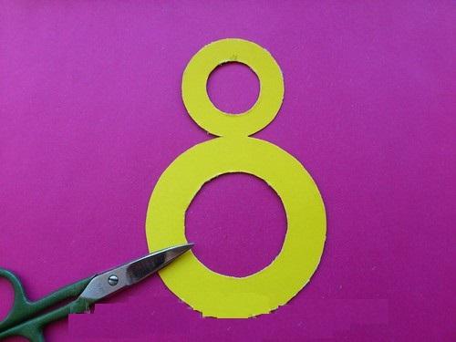otkrytka-8-marta-plastilin02 Аппликации из пластилина для детей, на картоне, шаблоны, жгутиками, в детский сад, в школу. Поделка аппликация из пластилина, к 8 марта, 23 февраля, 9 мая День Победы