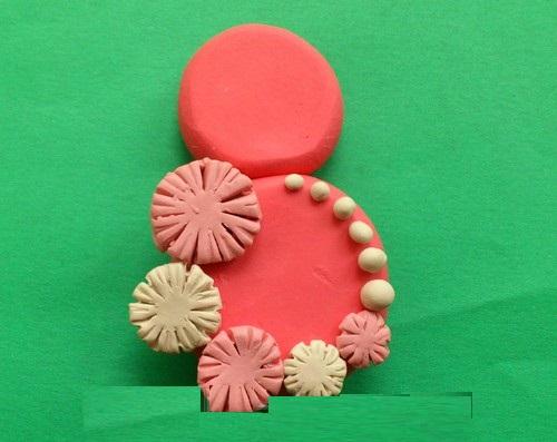 otkrytka-8-marta-plastilin3-05 Аппликации из пластилина для детей, на картоне, шаблоны, жгутиками, в детский сад, в школу. Поделка аппликация из пластилина, к 8 марта, 23 февраля, 9 мая День Победы